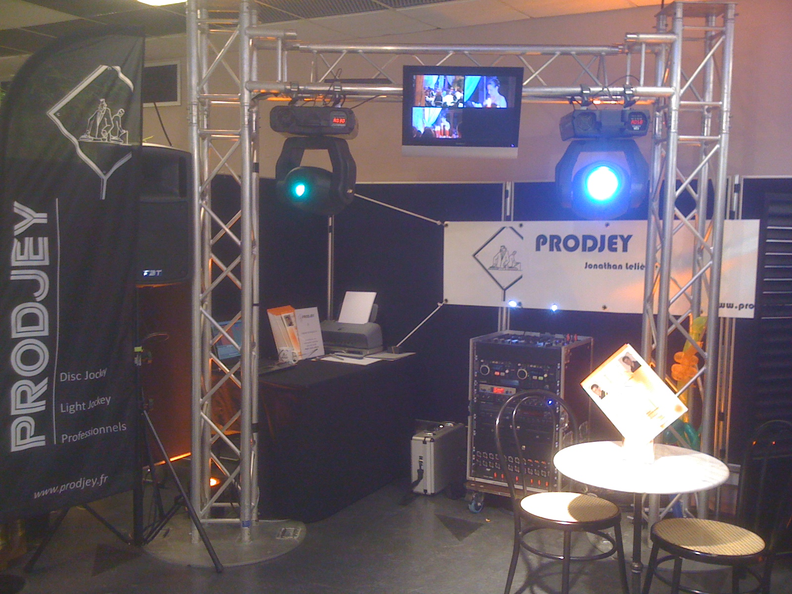 Dj eure 27 prodjey animation sonorisation de mariage for Animation stand salon